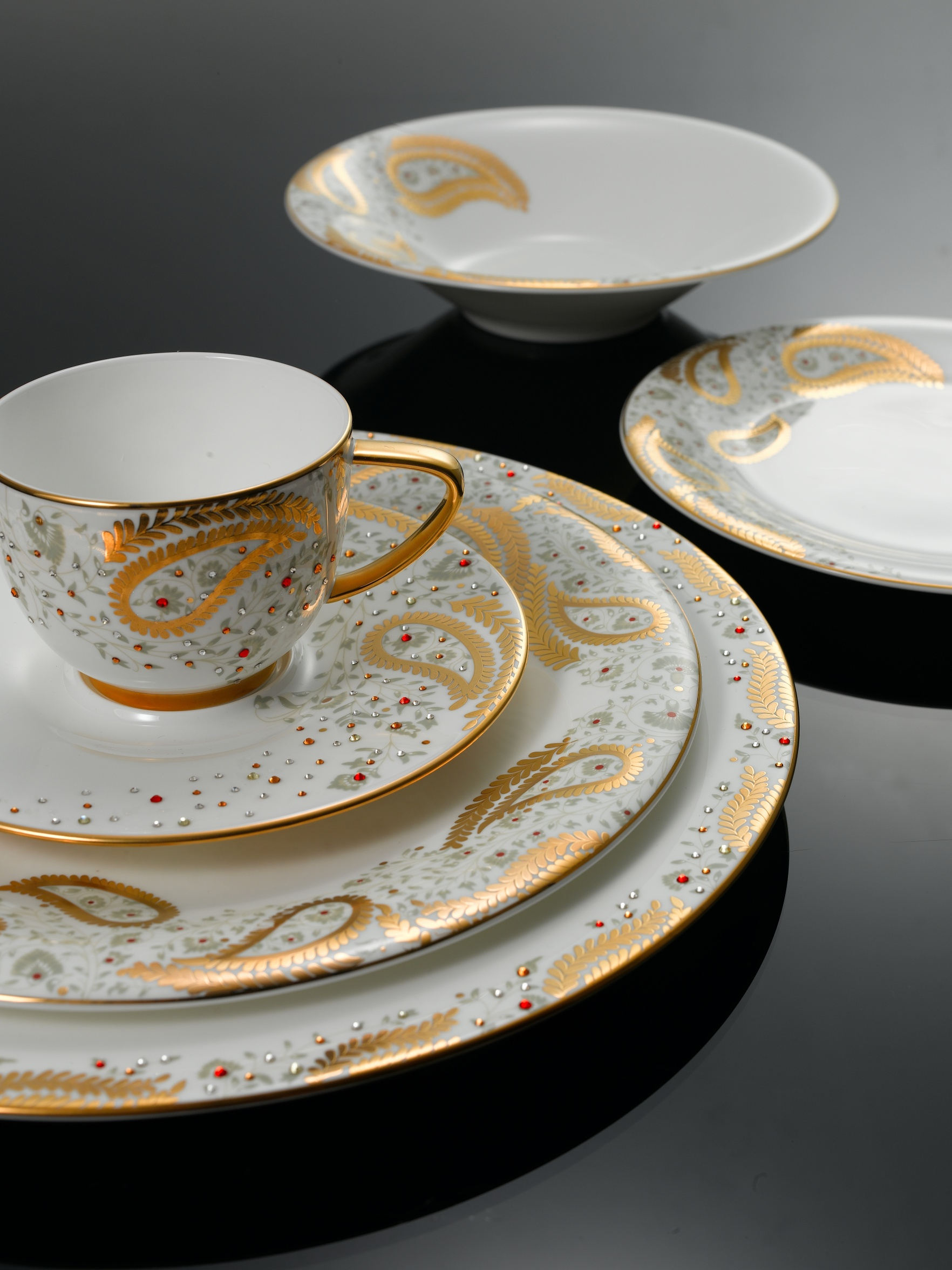 Realstate Decoration Attractive Looking Dinning With Beautiful Dinner Sets